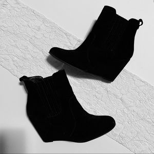 Bcbg boot leather suede black wedge